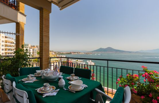 OHouse Wordeful panoramic apartment at Posillipo