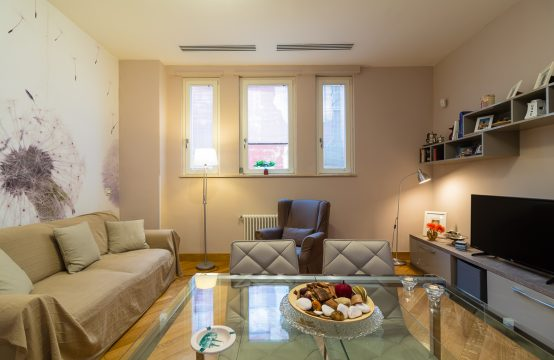Elegant Apartment at Piazza Municipio